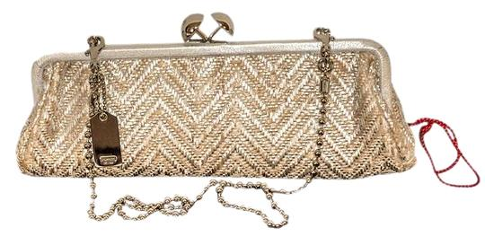 Preload https://img-static.tradesy.com/item/19257784/coach-silver-beige-straw-cross-body-bag-0-1-540-540.jpg