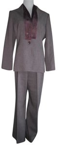 Le Suit Le Suit pants suit. Excellent condition. Size:12. RN#50610