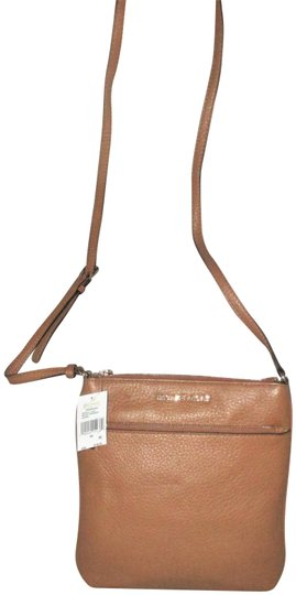 Preload https://img-static.tradesy.com/item/19263112/michael-kors-riley-small-flat-cross-body-messenger-brown-acorn-pebble-leather-shoulder-bag-0-7-540-540.jpg