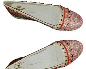 House of Harlow 1960 Gold and cream Flats