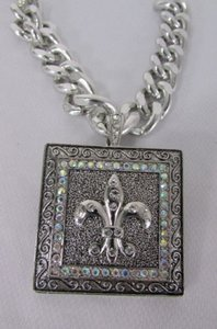 Other Women Silver Metal Plate Scarf Necklace Pendant Charm Fleur De Lis Flower