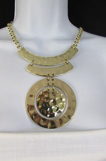 New York & Company Women Gold Metal Circle Pendant Fashion Necklace