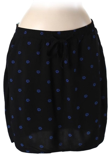 Preload https://img-static.tradesy.com/item/19266496/old-navy-casual-printed-miniskirt-size-8-m-29-30-0-1-650-650.jpg