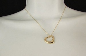 Women Mini Metal Hollow Heart Chain Fashion Necklace Gold Silver Love