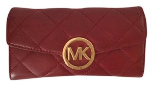 Michael Kors FLASH SALE!!! Michael Kors Fulton quilted wallet