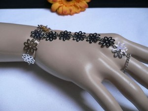 Other Women Silver Flowers Hand Links Chain Fashion Slave Bracelet Wrist To Ring
