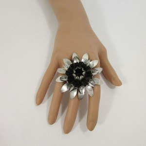Other Women Metal Ring Fashion Jewelry Dark Antique Silver Sun Lily Flower Big