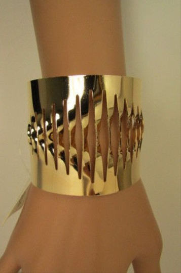 Other Women Gold Thin Metal Hand Cuff Bracelet Fashion Jewelry Cut Out Fans Shapes