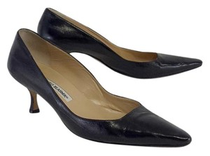 Manolo Blahnik Black Leather Pionted Toe Kitten Heels Pumps