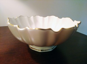 Lenox Ivory Bowl 24k Gold Trim Scalloped Edges