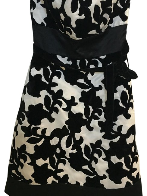 Preload https://img-static.tradesy.com/item/19279426/white-house-black-market-and-floral-pattern-rn-111359-above-knee-cocktail-dress-size-0-xs-0-2-650-650.jpg