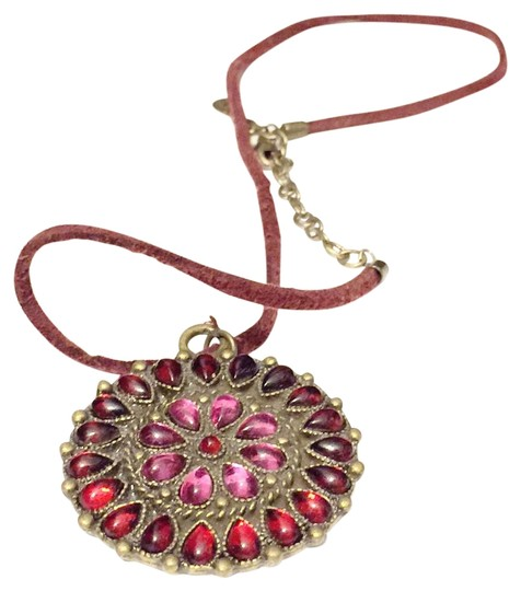 Preload https://img-static.tradesy.com/item/19283083/robert-rose-red-floral-leather-necklace-0-1-540-540.jpg