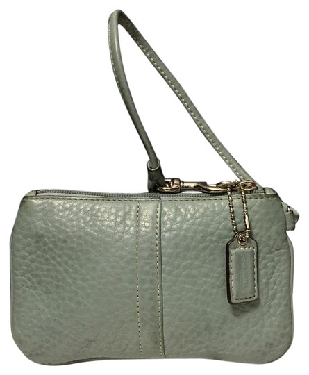 Preload https://img-static.tradesy.com/item/19283257/coach-pebbled-blue-leather-wristlet-0-1-540-540.jpg