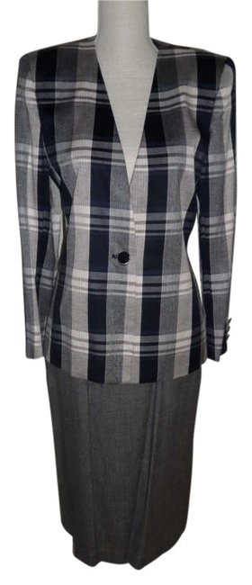 Preload https://img-static.tradesy.com/item/192883/worthington-grey-navy-and-plaid-skirt-suit-size-6-s-0-0-650-650.jpg