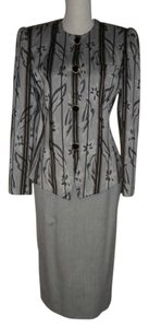 Jacqueline Ferrar Light Grey Skirt Suit with Black/Taupe Accent