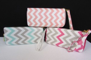 Other Women Chevron Print Big Bifold Zipper Wallet Faux Leather Wristlet Purse