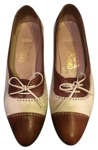 Salvatore Ferragamo Oxford Vintage Heels Brown and White Pumps