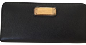 Marc by Marc Jacobs New Q Slim Ziparound Wallet