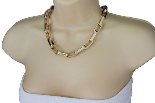 Other Women Gold Lightweight Plastic Chunky Chain Short Necklace Choker