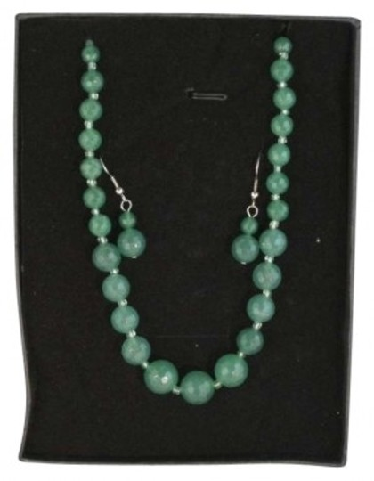 Preload https://item4.tradesy.com/images/jade-and-earring-set-necklace-193168-0-0.jpg?width=440&height=440