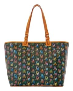 Dooney & Bourke Tote in black multi