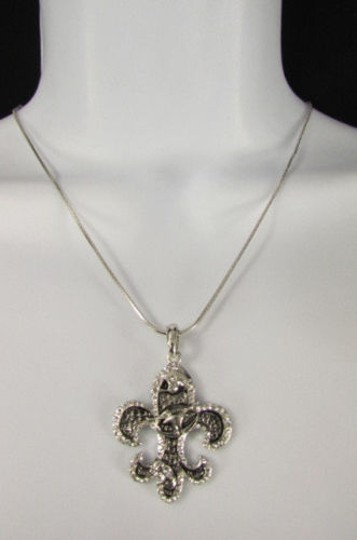 Preload https://item2.tradesy.com/images/women-fashion-necklace-silver-metal-fleur-de-lis-lily-flower-bull-classic-style-1932141-0-0.jpg?width=440&height=440