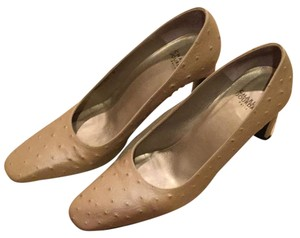 Charles Jourdan Beige, champagne Pumps