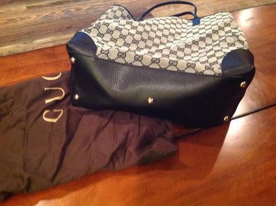 Gucci Signature Leather & Canvas Purse Its A Deal Not Much Usage Hobo Bag