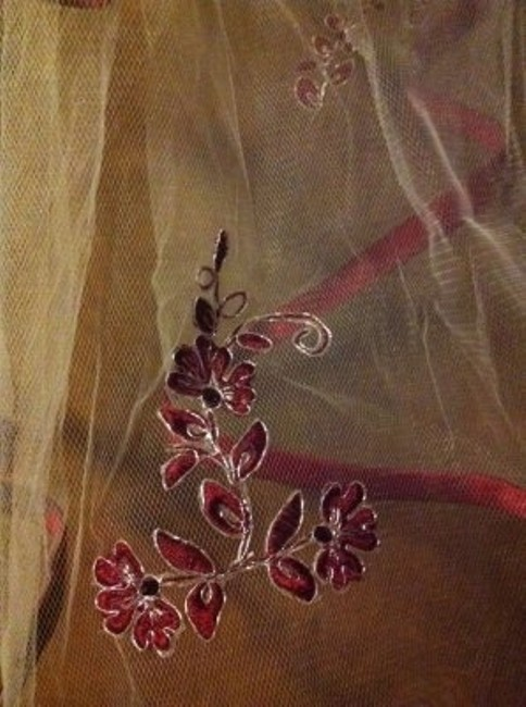 Item - Ivory/Apple Silver In The Flowers Long Apple/Ivory Bridal Veil