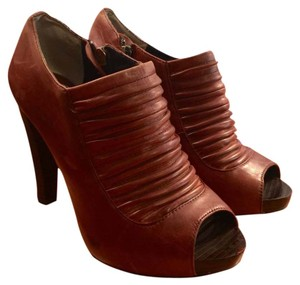 Max Studio Brown Pumps