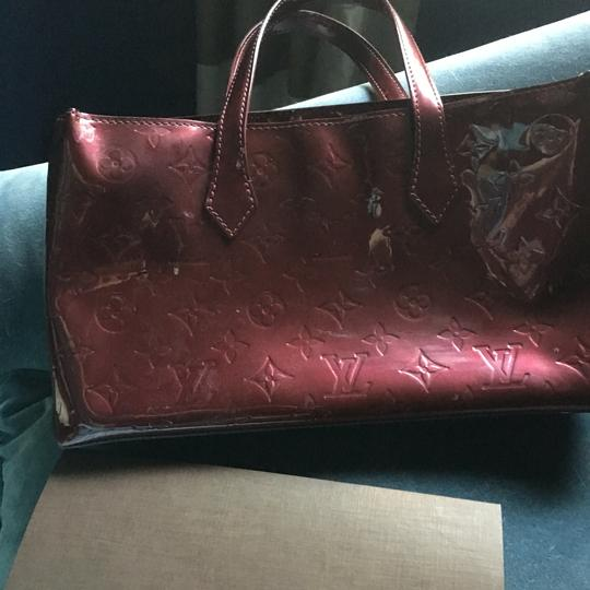 Louis Vuitton Wilshire Vernis Satchel in Rouge Fauviste Image 2