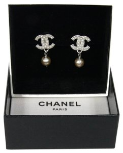 Chanel Chanel Big CC Mother of Pearl Clip On Earrings Rare Classy