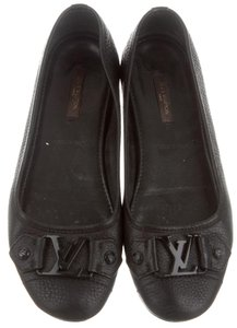 Louis Vuitton Round Toe Lv Logo Black Flats