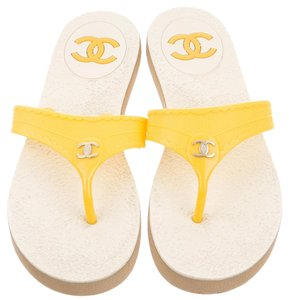 Chanel Jelly Camellia Yellow, Beige Sandals