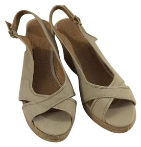 Nine West Tan/Nude Wedges