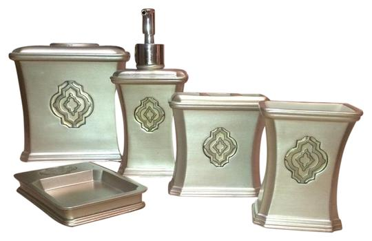 Preload https://item5.tradesy.com/images/bed-bath-and-beyond-silver-19348319-0-2.jpg?width=440&height=440