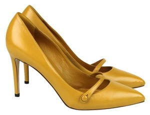 Gucci Classic Leather Pointy Toe Nectarine 7012 Pumps