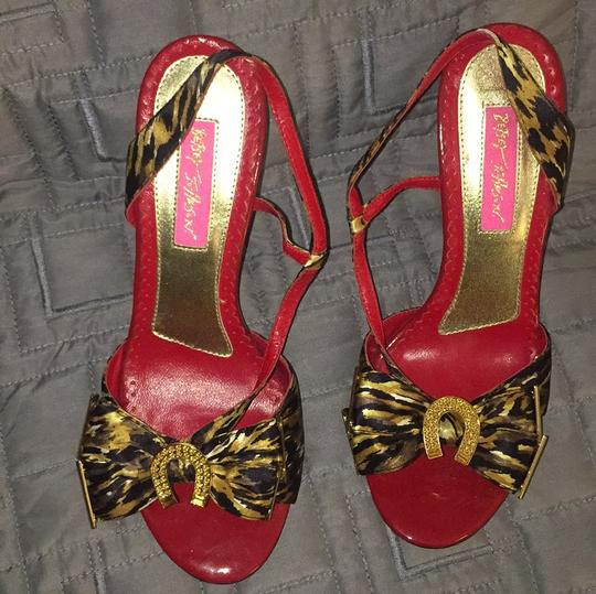 Betsey Johnson Black and gold Pumps