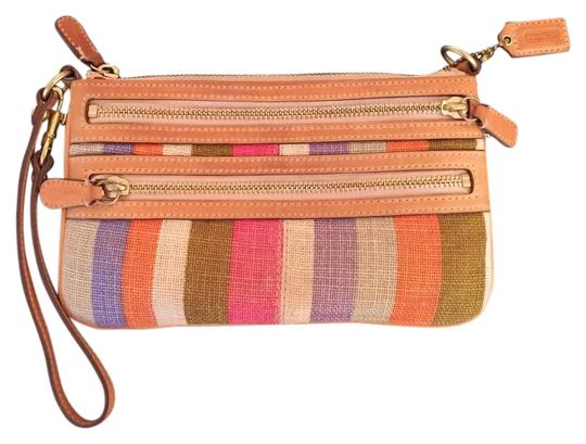 Preload https://item2.tradesy.com/images/coach-woven-burlap-wristlet-19353871-0-1.jpg?width=440&height=440