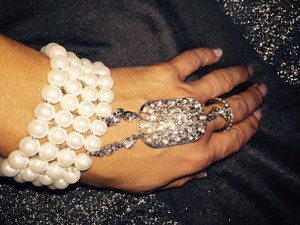 Chic Art Deco Gatsby 1920's Inspired Silver Tone Crystal Accent Pearl Handchain Stretchable Bracelet And Ring