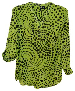 New Directions Woman 1x Polyester V Neckline Top Green and Black