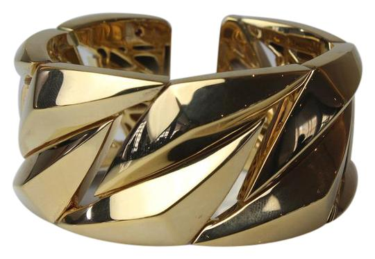 Preload https://img-static.tradesy.com/item/19354743/roberto-coin-gold-sculpted-cuff-bracelet-0-2-540-540.jpg
