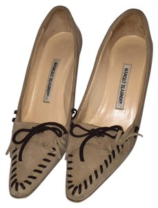 Manolo Blahnik Beige with Dark brown detail Pumps