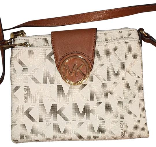 Preload https://img-static.tradesy.com/item/19354904/michael-michael-kors-women-s-fulton-large-satchel-vanilla-leather-cross-body-bag-0-1-540-540.jpg