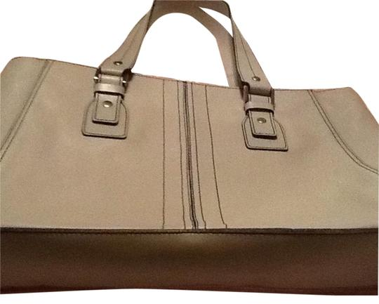 Preload https://img-static.tradesy.com/item/19356405/kenneth-cole-light-grey-leather-tote-0-1-540-540.jpg