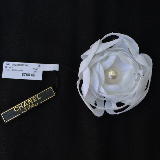 Chanel NWT Auth CHANEL 14P Brooch With CC Pearl White RARE!
