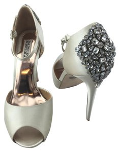 Badgley Mischka Crystal Pump D'orsay Ivory Sandals