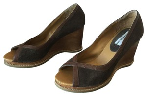 ZIGI NEW YORK Open Toe Peep Toe Suede Crisscross Strap Brown Wedges