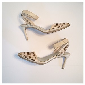 BCBGMAXAZRIA Cream Pumps