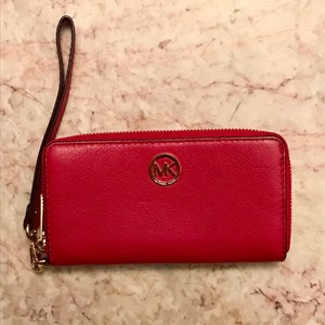 Michael Kors Fulton Signature Large Coin Multifunctional Leather Phone Case